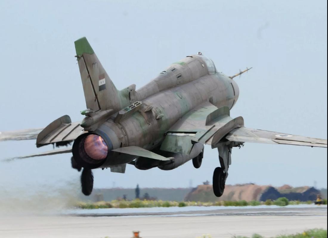 """Vi sao """"ong gia gan"""" Su-22 van la ac mong cua luc luong phien quan Syria?-Hinh-12"""