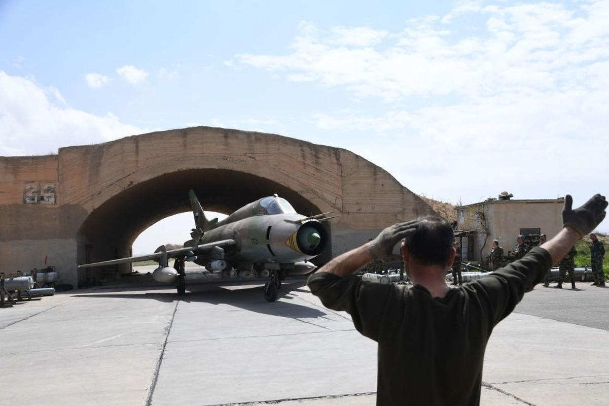 """Vi sao """"ong gia gan"""" Su-22 van la ac mong cua luc luong phien quan Syria?-Hinh-13"""