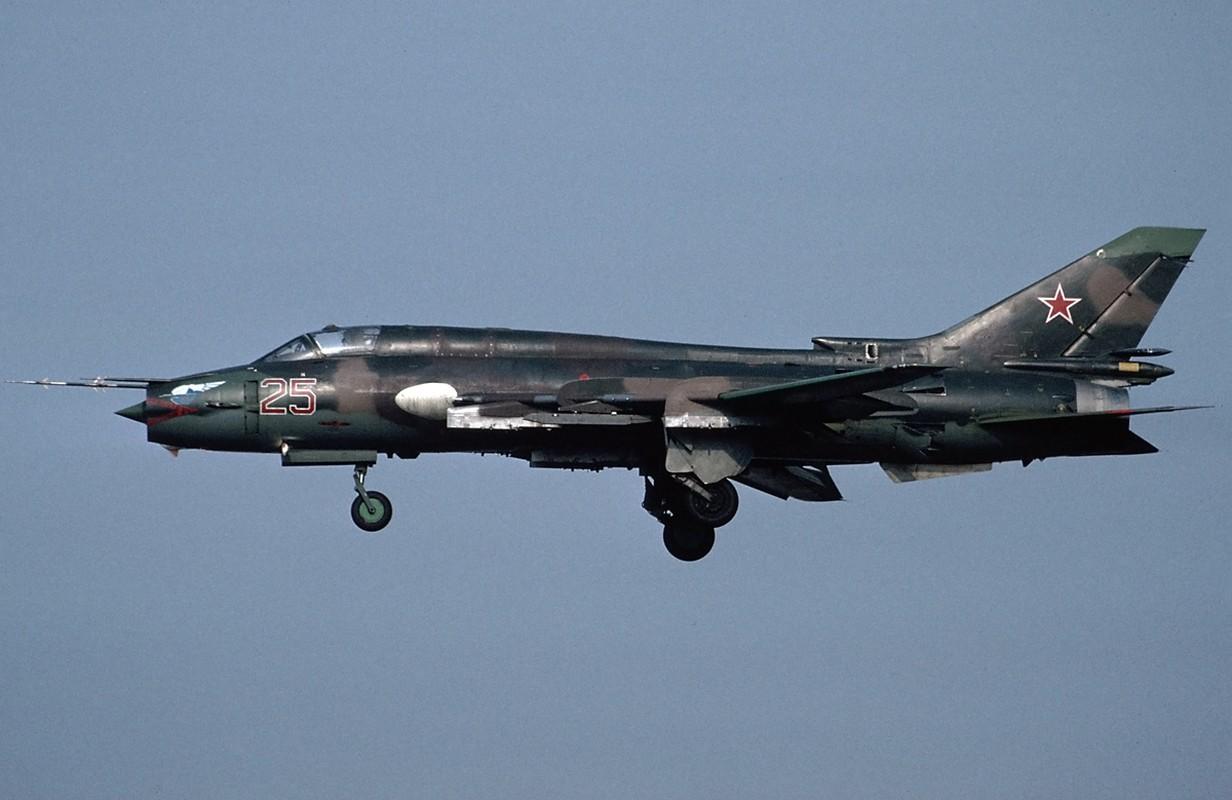 """Vi sao """"ong gia gan"""" Su-22 van la ac mong cua luc luong phien quan Syria?-Hinh-6"""