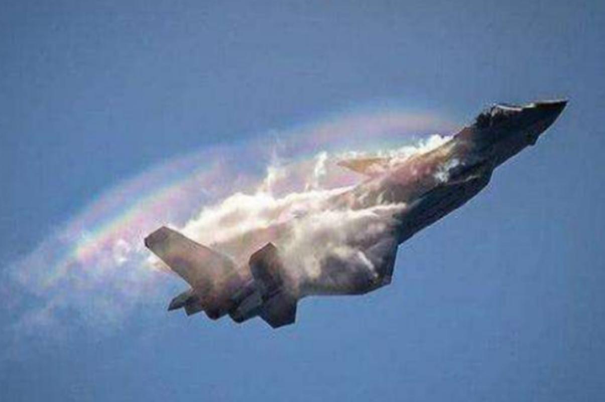 "J-20 cung ten lua PL-15 se ""nghien nat"" F-22, F35 My: Phai chang Trung Quoc dang ""tu suong""?-Hinh-7"
