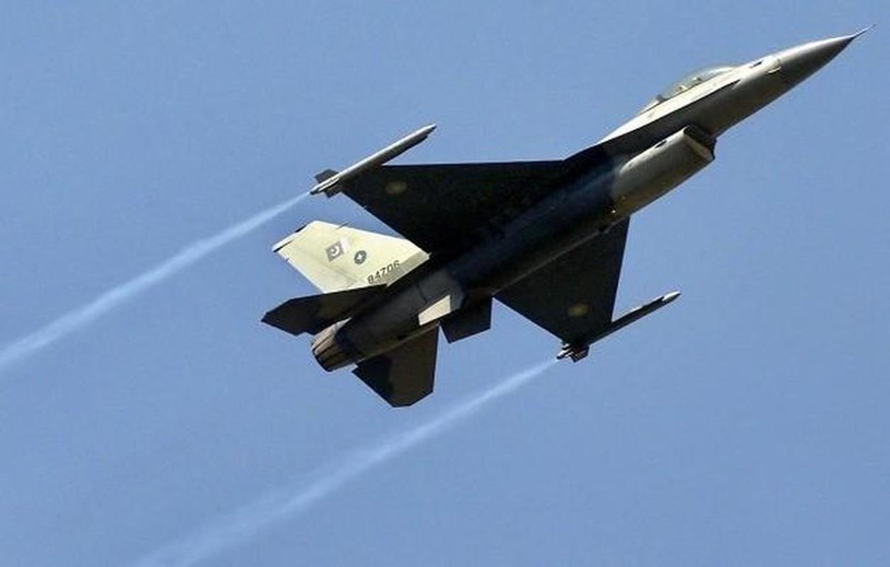 Pakistan muon thay F-16 nhung khong dem xia toi J-10C Trung Quoc: Cua re la cua oi?-Hinh-10