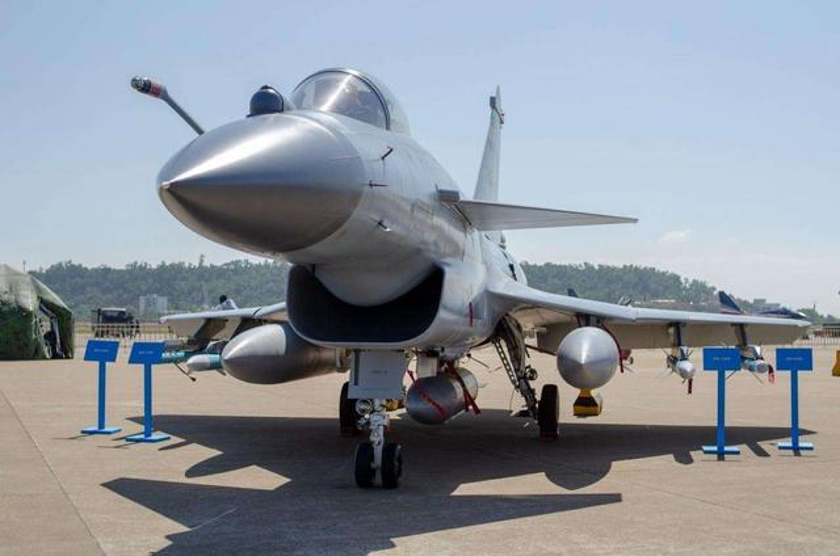 Pakistan muon thay F-16 nhung khong dem xia toi J-10C Trung Quoc: Cua re la cua oi?-Hinh-15