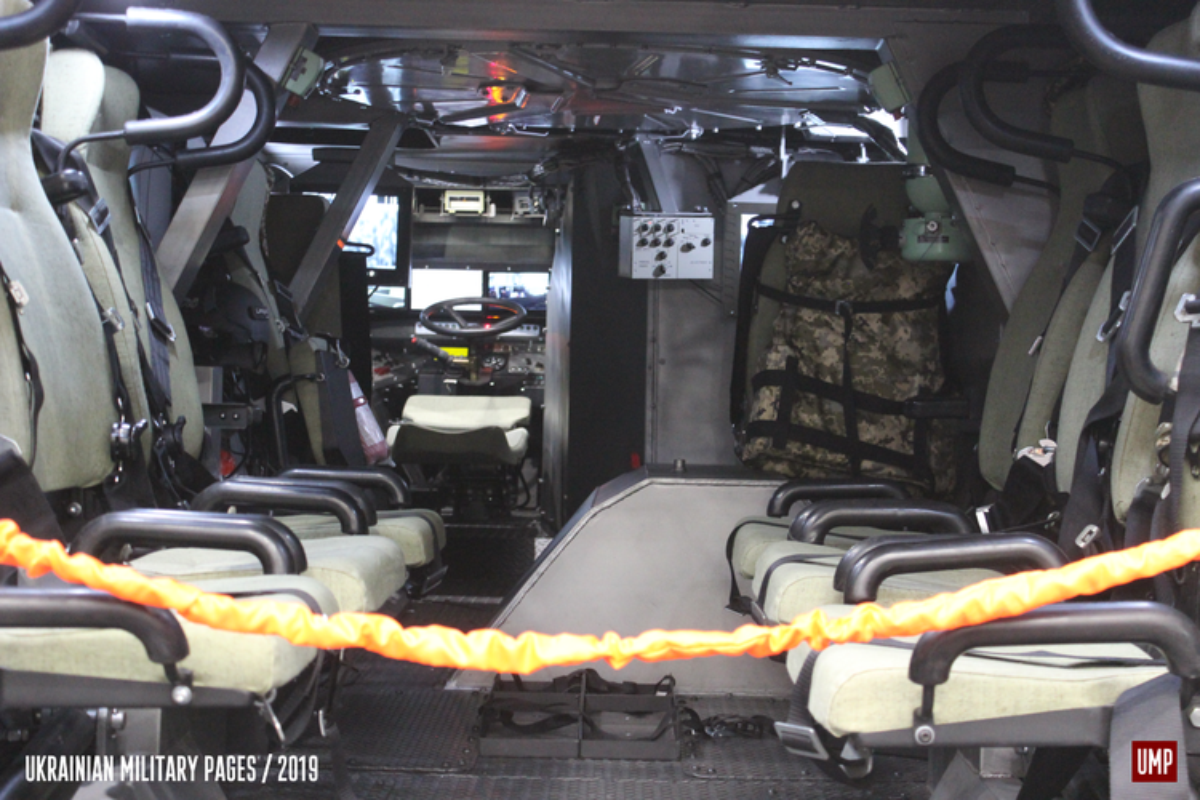 Quay lung hoan toan voi Nga, Ukraine trinh lang xe thiet giap chuan NATO-Hinh-2
