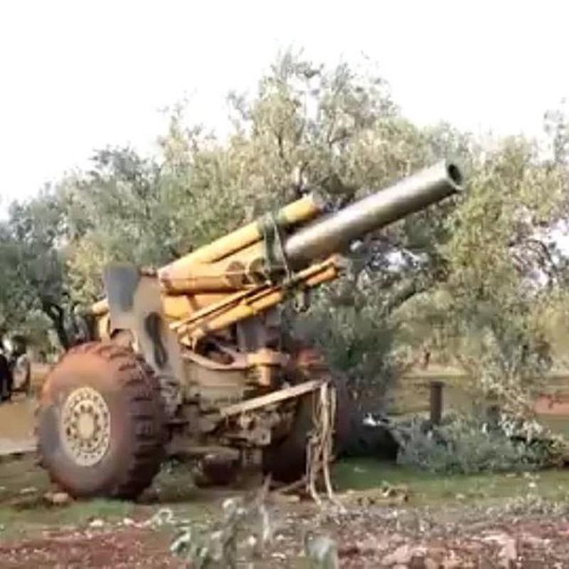 Phien quan Syria co them luu phao M114 co nong 155mm do Tho Nhi Ky trang bi