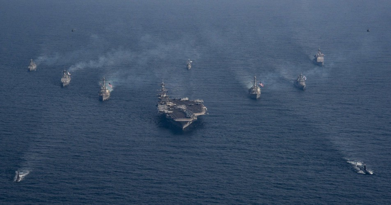 Iran suyt ban ha tiem kich ham F/A-18, Hai quan My lap tuc dan mat!-Hinh-12