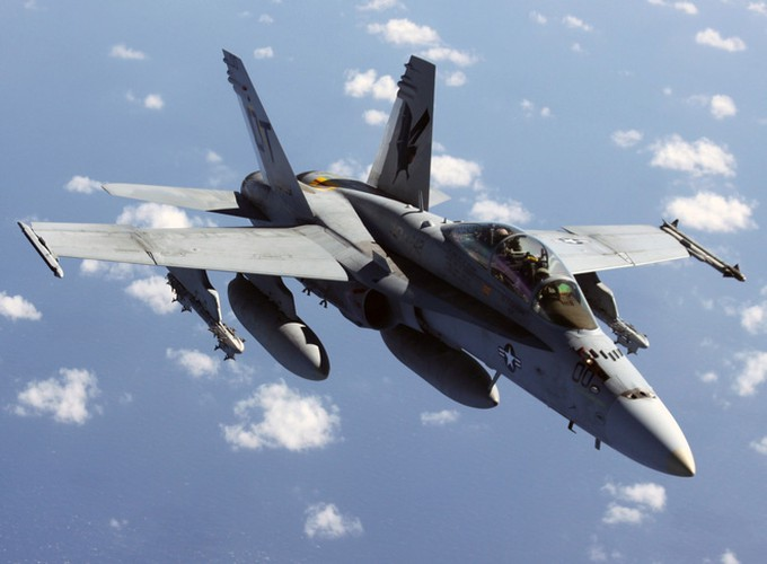 Iran suyt ban ha tiem kich ham F/A-18, Hai quan My lap tuc dan mat!-Hinh-2