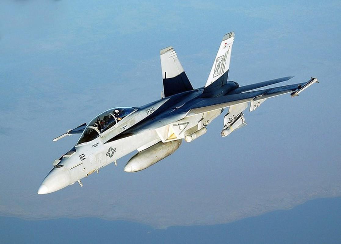 Iran suyt ban ha tiem kich ham F/A-18, Hai quan My lap tuc dan mat!