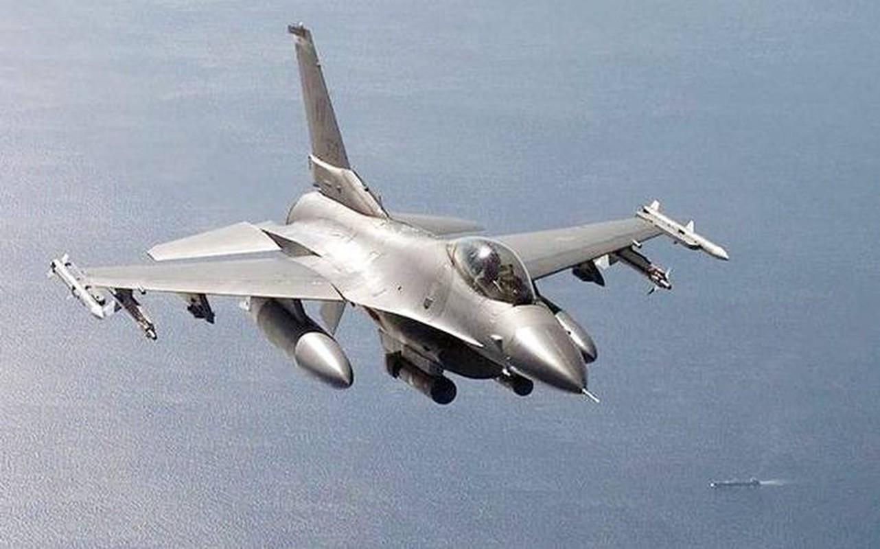 Phi doi F-16V Dai Loan bat ngo tap tran chong lai cuoc tan cong tu Trung Quoc-Hinh-10