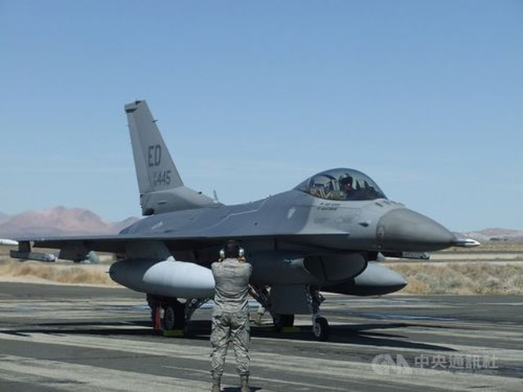Phi doi F-16V Dai Loan bat ngo tap tran chong lai cuoc tan cong tu Trung Quoc-Hinh-11
