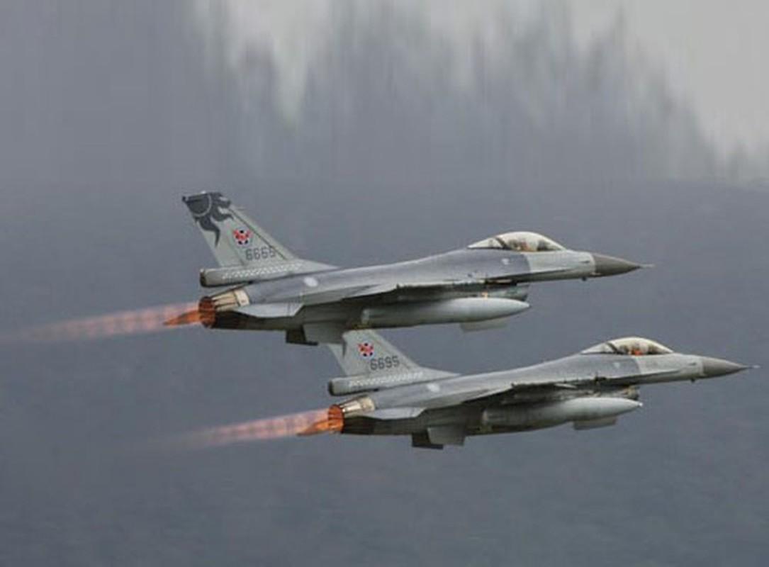 Phi doi F-16V Dai Loan bat ngo tap tran chong lai cuoc tan cong tu Trung Quoc-Hinh-12