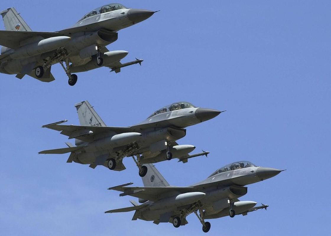 Phi doi F-16V Dai Loan bat ngo tap tran chong lai cuoc tan cong tu Trung Quoc-Hinh-13