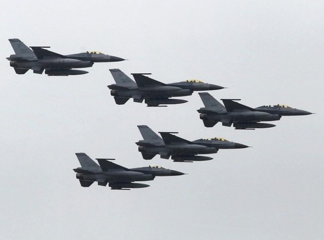 Phi doi F-16V Dai Loan bat ngo tap tran chong lai cuoc tan cong tu Trung Quoc-Hinh-15