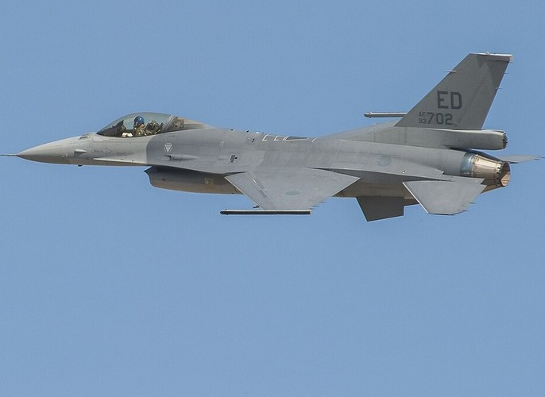 Phi doi F-16V Dai Loan bat ngo tap tran chong lai cuoc tan cong tu Trung Quoc-Hinh-2