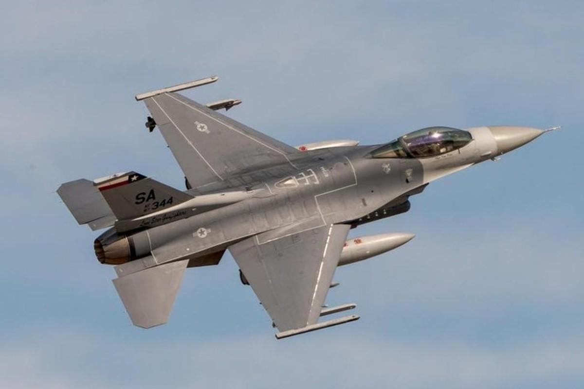 Phi doi F-16V Dai Loan bat ngo tap tran chong lai cuoc tan cong tu Trung Quoc-Hinh-3