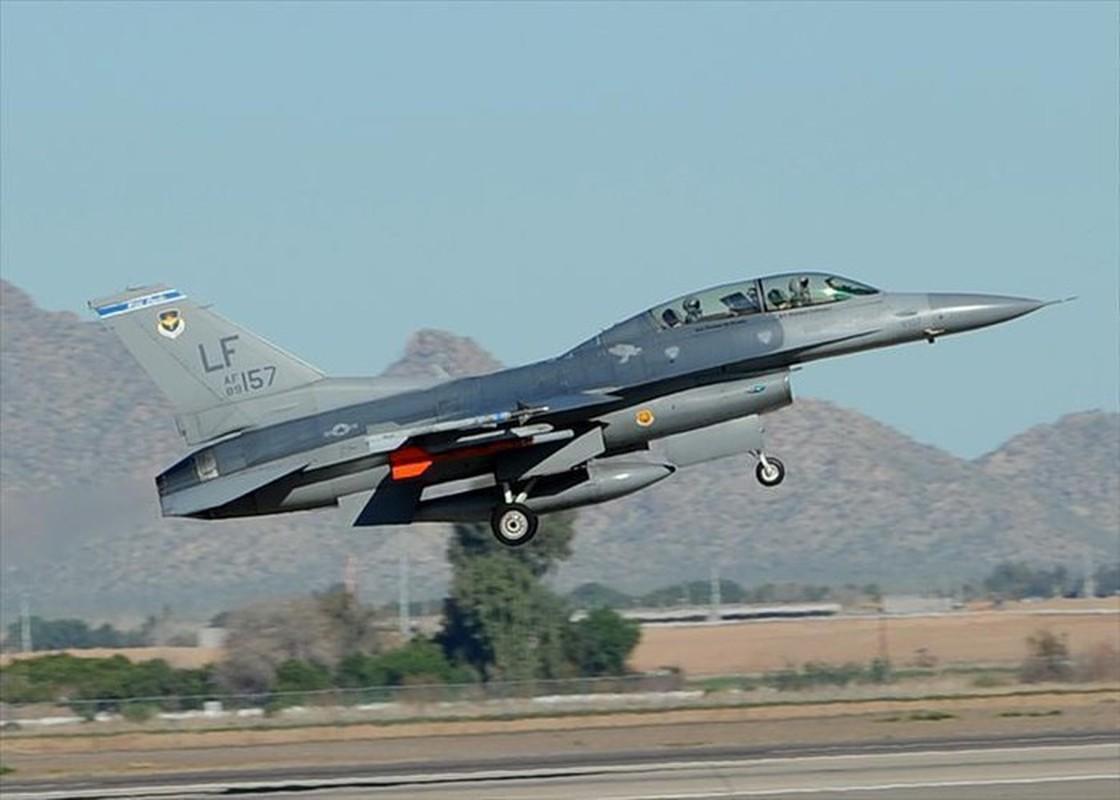 Phi doi F-16V Dai Loan bat ngo tap tran chong lai cuoc tan cong tu Trung Quoc-Hinh-4