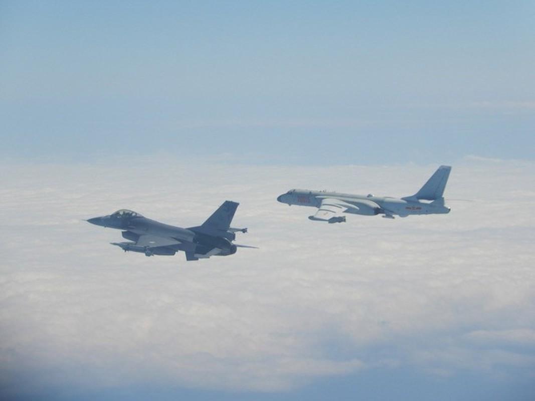 Phi doi F-16V Dai Loan bat ngo tap tran chong lai cuoc tan cong tu Trung Quoc-Hinh-8