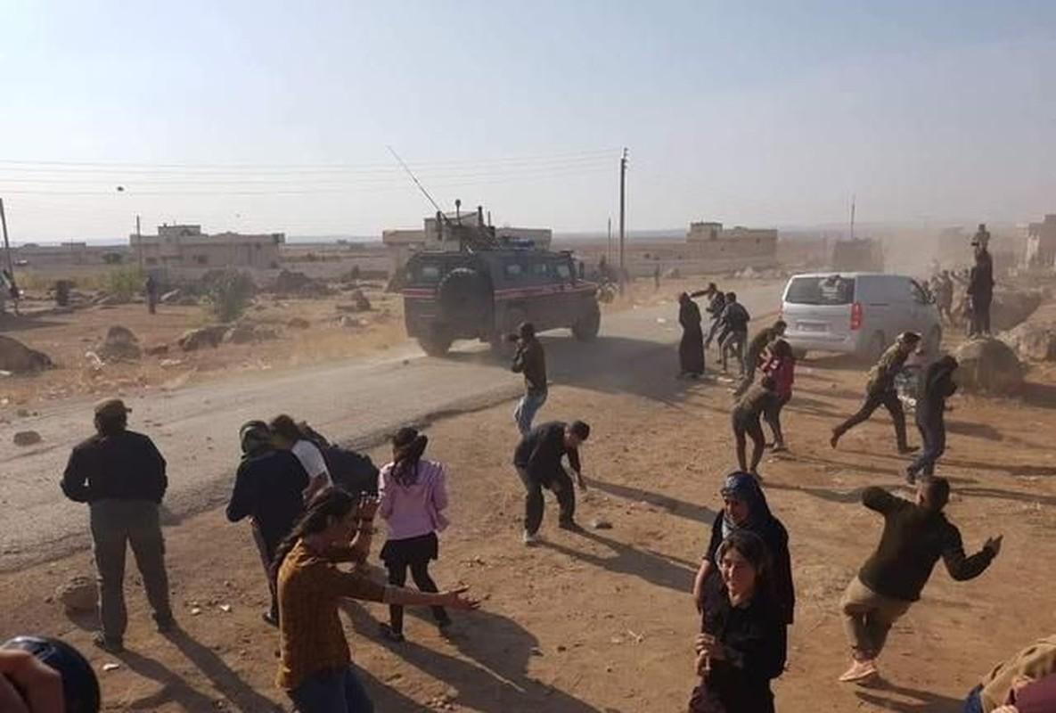 Phien quan khong chiu rut khoi cao toc M4 va the kho cua Tho Nhi Ky o Syria-Hinh-12