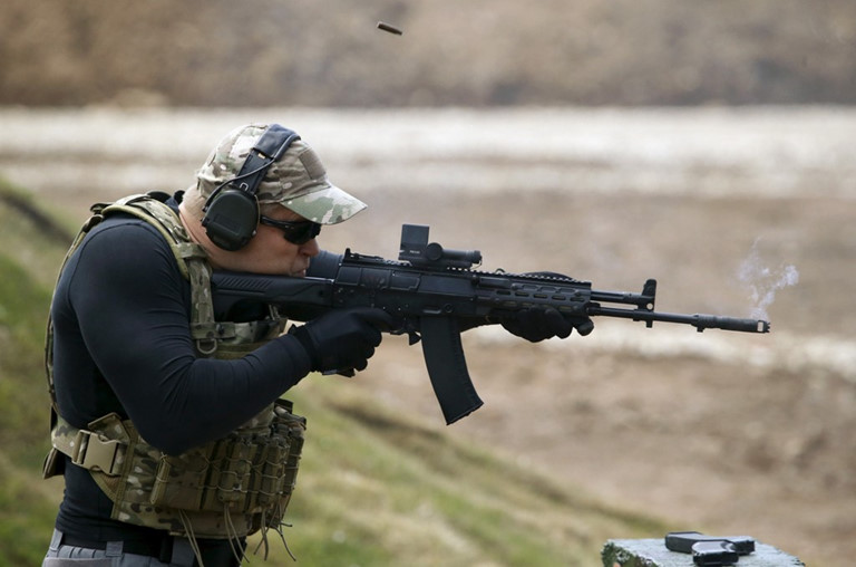 Vi sao sung truong AK-12 cua Nga
