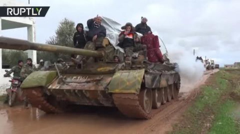 Quan doi Syria mo cuoc tan cong lon doc theo chien tuyen Nam Idlib-Hinh-4