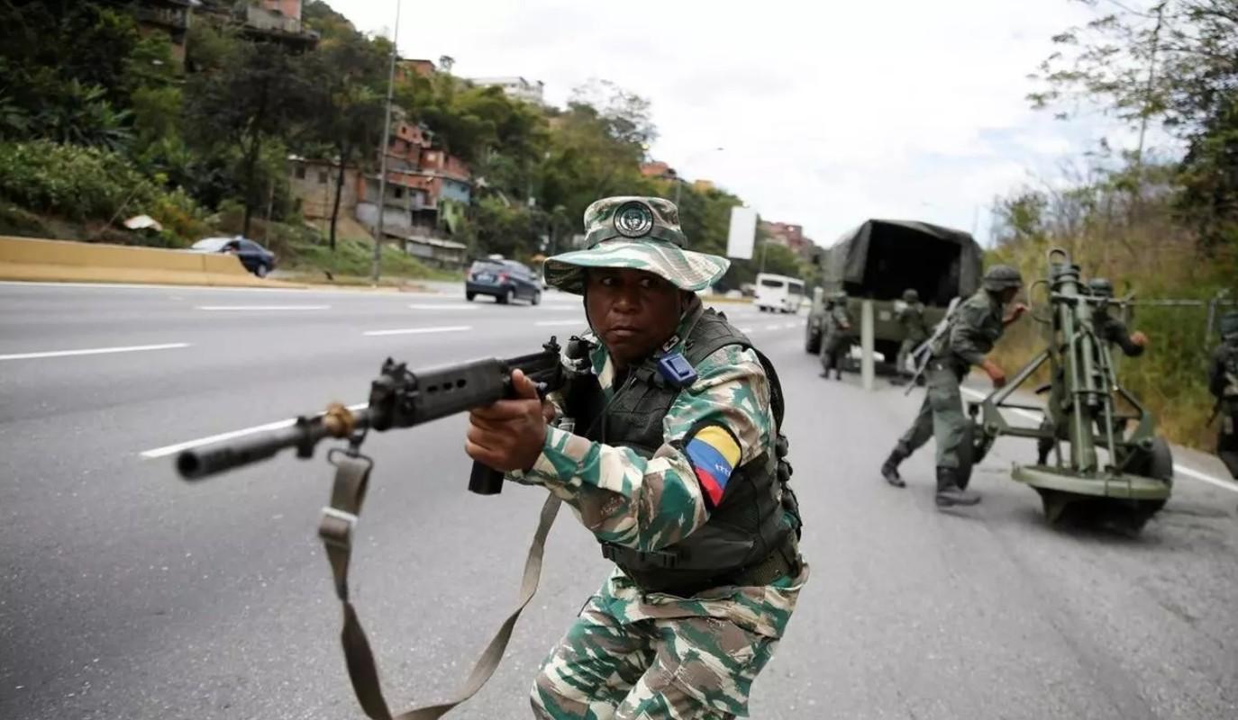Soi vu khi tren xuong chien dau cua linh danh thue Venezuela vua bat-Hinh-6