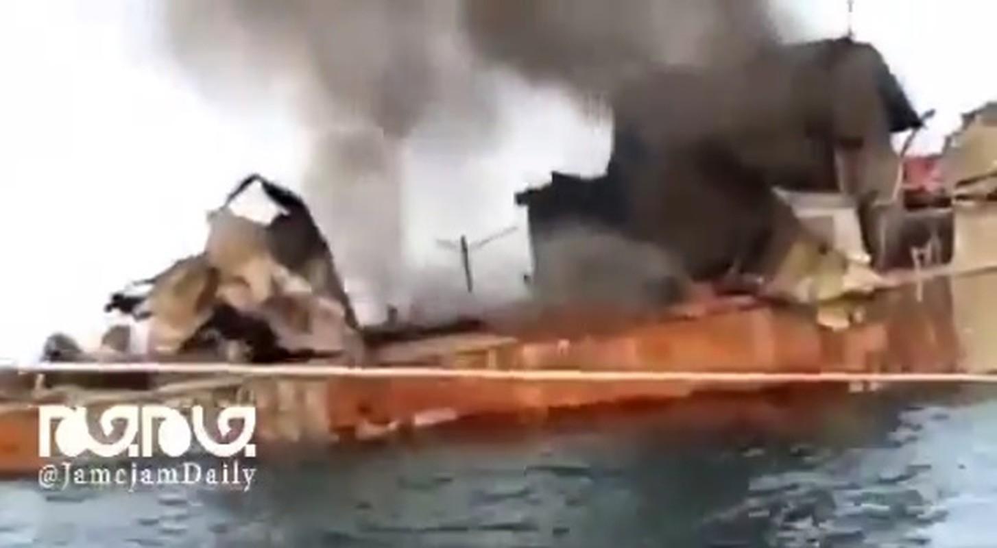 Kinh hai so nguoi chet vu tau chien Iran ban lan nhau-Hinh-7