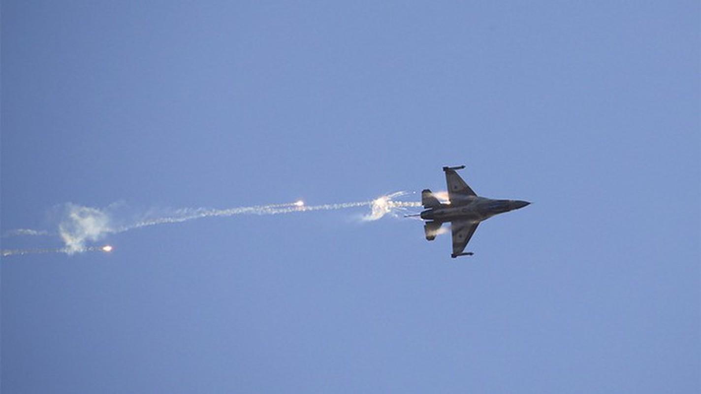 Het kien nhan voi ten lua S-300, Syria che bai khong thuong tiec