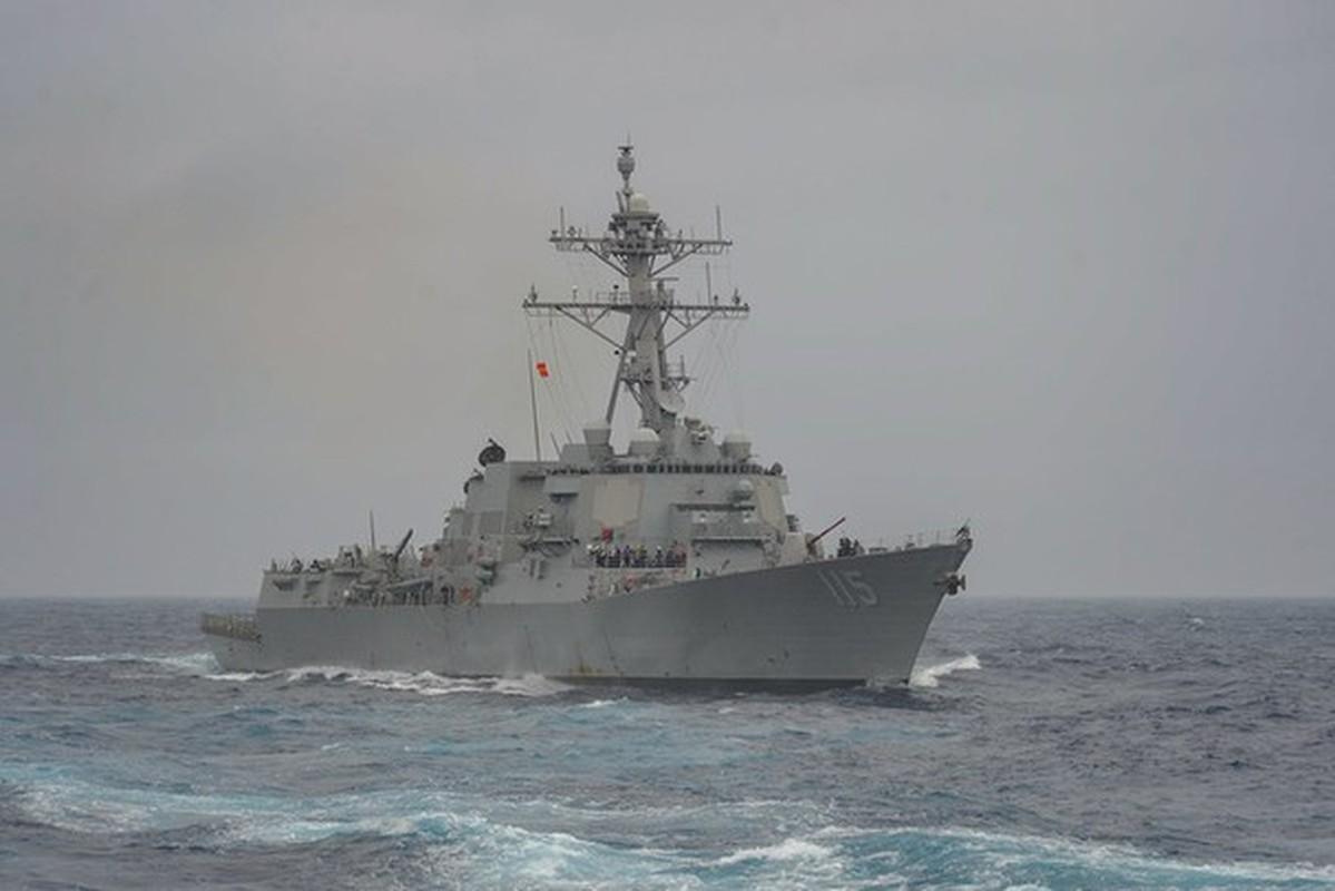Tau USS Rafael Peralta cua My ap sat vung bien Trung Quoc tap tran-Hinh-3