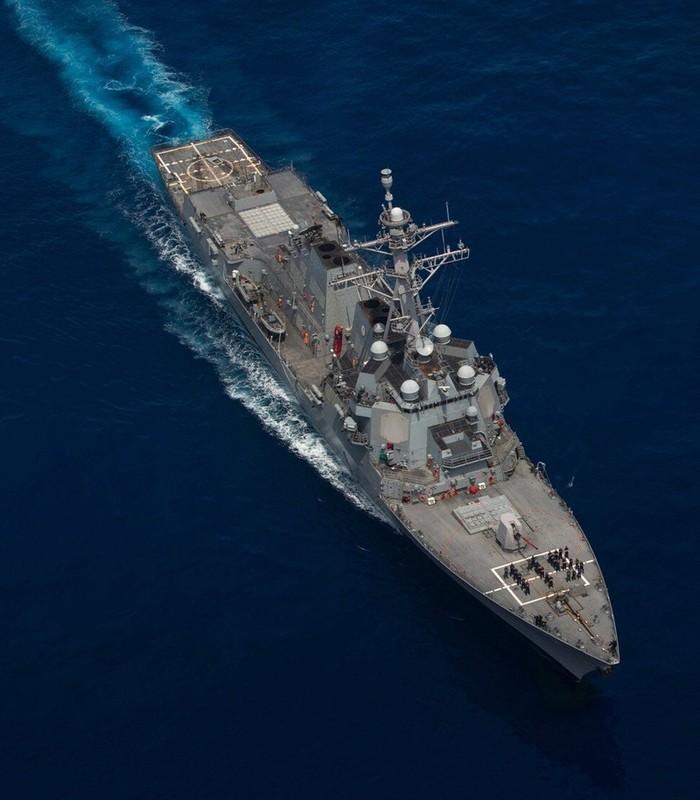 Tau USS Rafael Peralta cua My ap sat vung bien Trung Quoc tap tran-Hinh-4