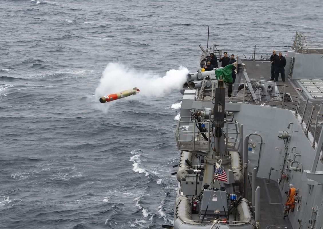 Tau USS Rafael Peralta cua My ap sat vung bien Trung Quoc tap tran-Hinh-7
