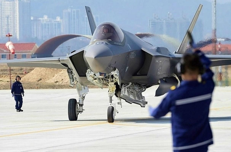 Tiem kich F-35 thieu linh kien, Tong thong Trump do loi cho ong Obama