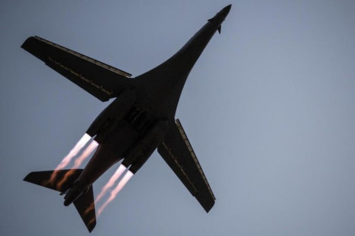 Nhiem vu dac biet cua may bay nem bom B-1B Lancer khi den Bien Dong-Hinh-10