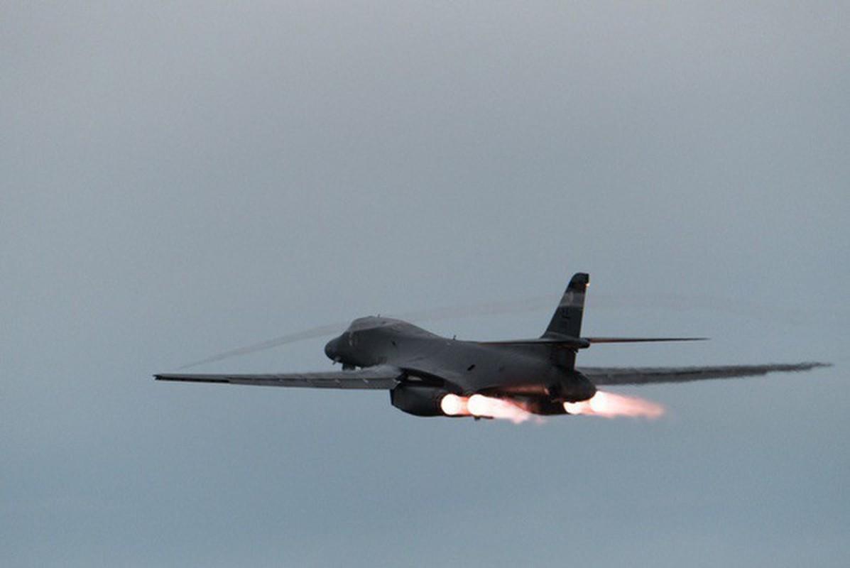 Nhiem vu dac biet cua may bay nem bom B-1B Lancer khi den Bien Dong-Hinh-14
