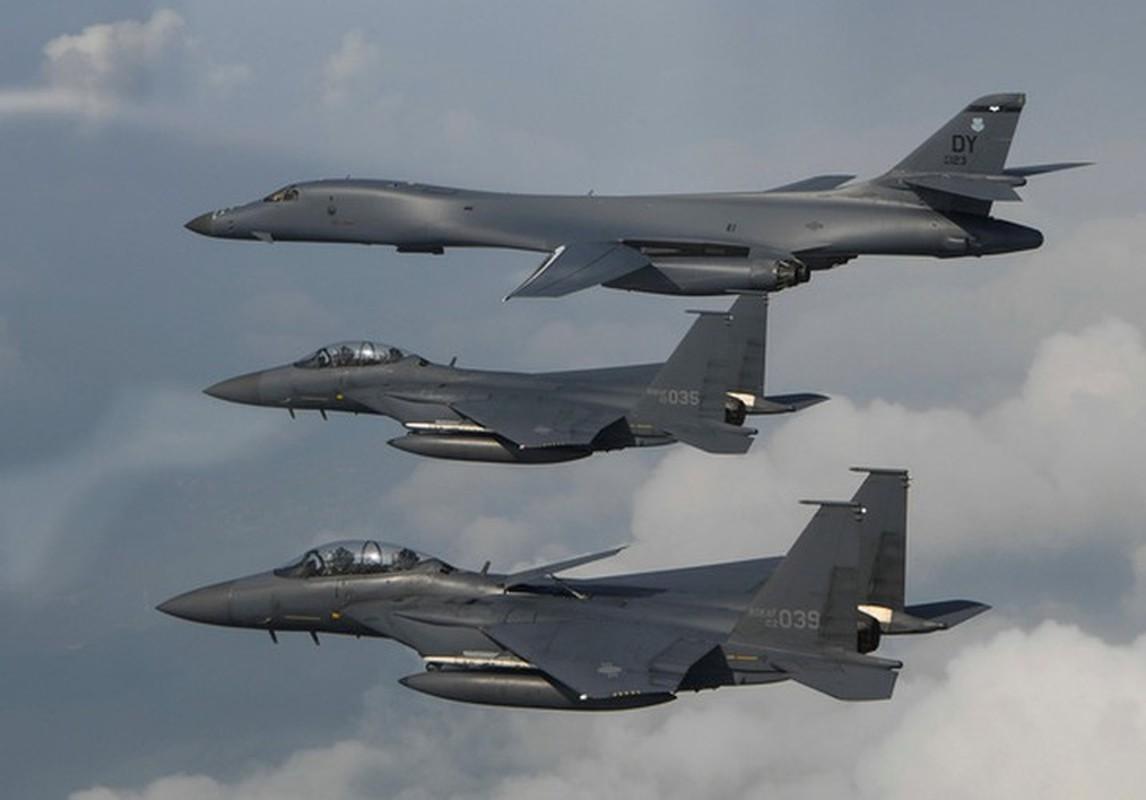 Nhiem vu dac biet cua may bay nem bom B-1B Lancer khi den Bien Dong-Hinh-17