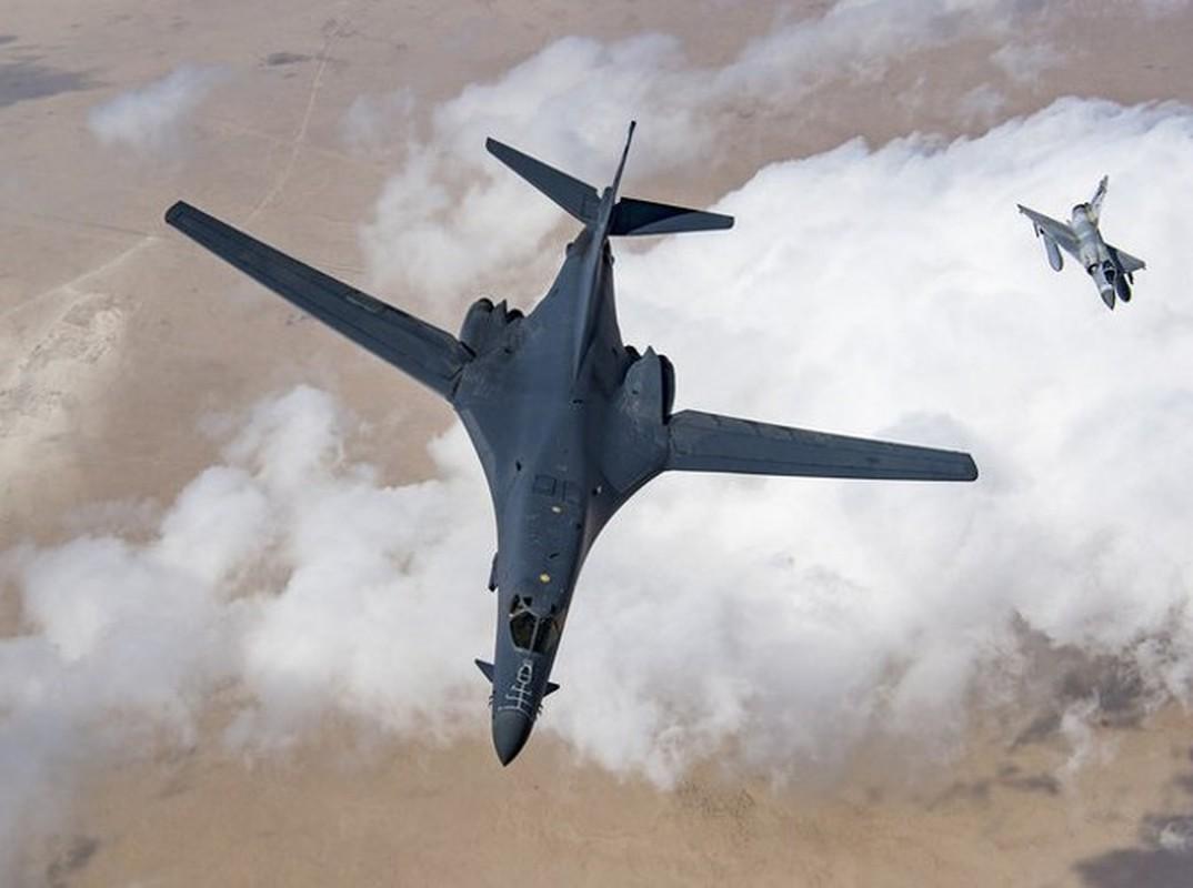 Nhiem vu dac biet cua may bay nem bom B-1B Lancer khi den Bien Dong-Hinh-18