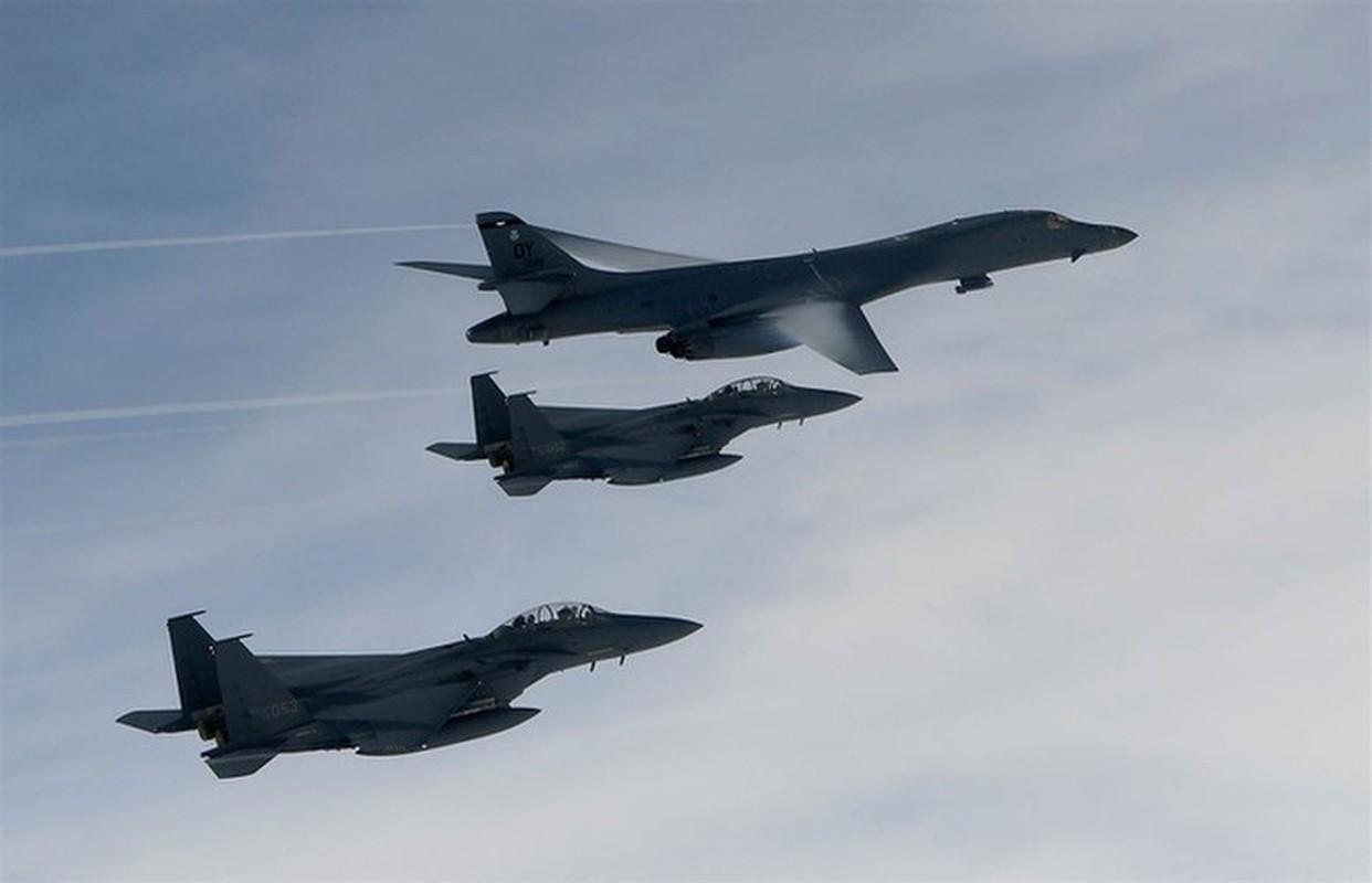Nhiem vu dac biet cua may bay nem bom B-1B Lancer khi den Bien Dong-Hinh-19