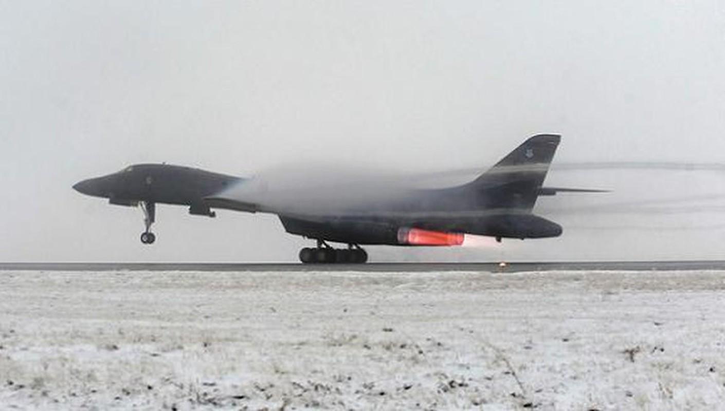 Nhiem vu dac biet cua may bay nem bom B-1B Lancer khi den Bien Dong-Hinh-3