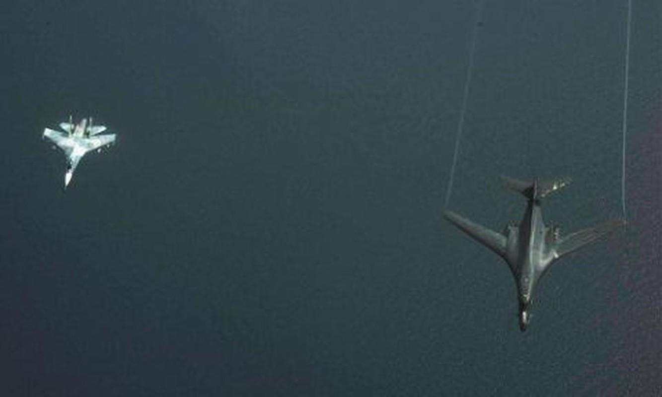 Can canh may bay Nga danh chan, ep oanh tac co B-1B Lancer chuyen huong-Hinh-10