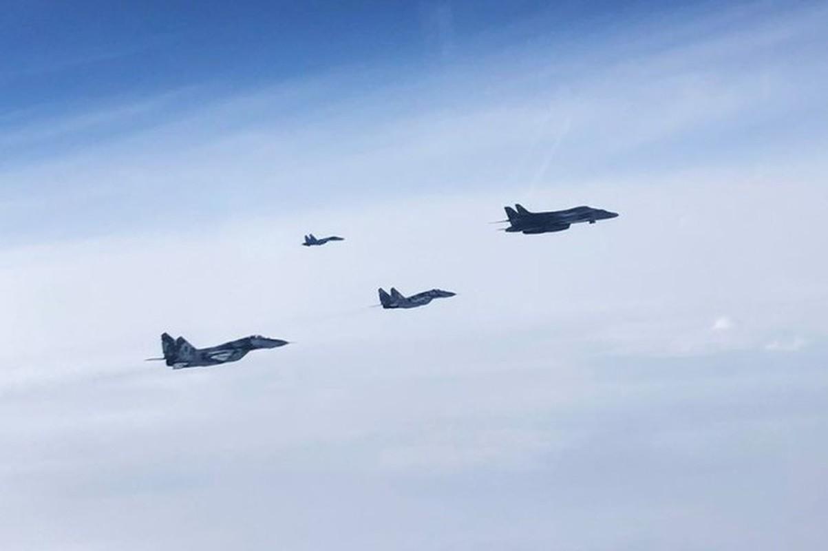 Can canh may bay Nga danh chan, ep oanh tac co B-1B Lancer chuyen huong-Hinh-14