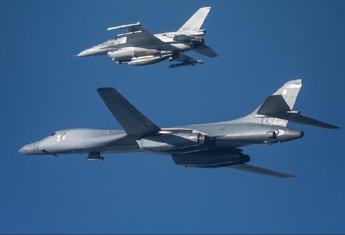 Can canh may bay Nga danh chan, ep oanh tac co B-1B Lancer chuyen huong-Hinh-2
