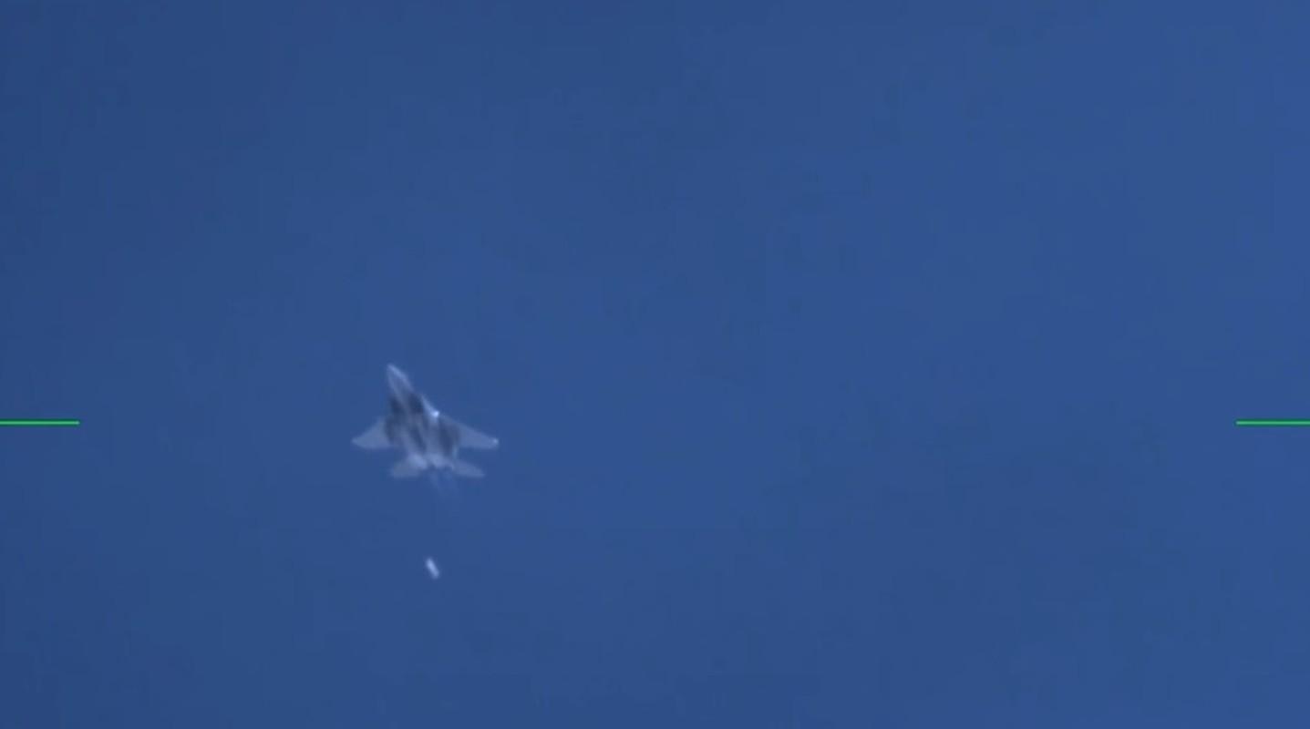Nga phan ung lanh lung khi My thu bom hat nhan B61-12 tu F-15E-Hinh-3