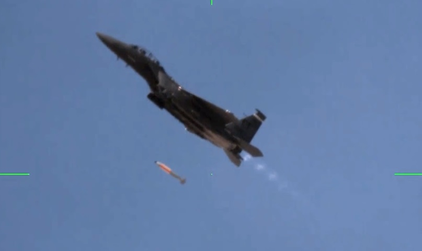 Nga phan ung lanh lung khi My thu bom hat nhan B61-12 tu F-15E-Hinh-8