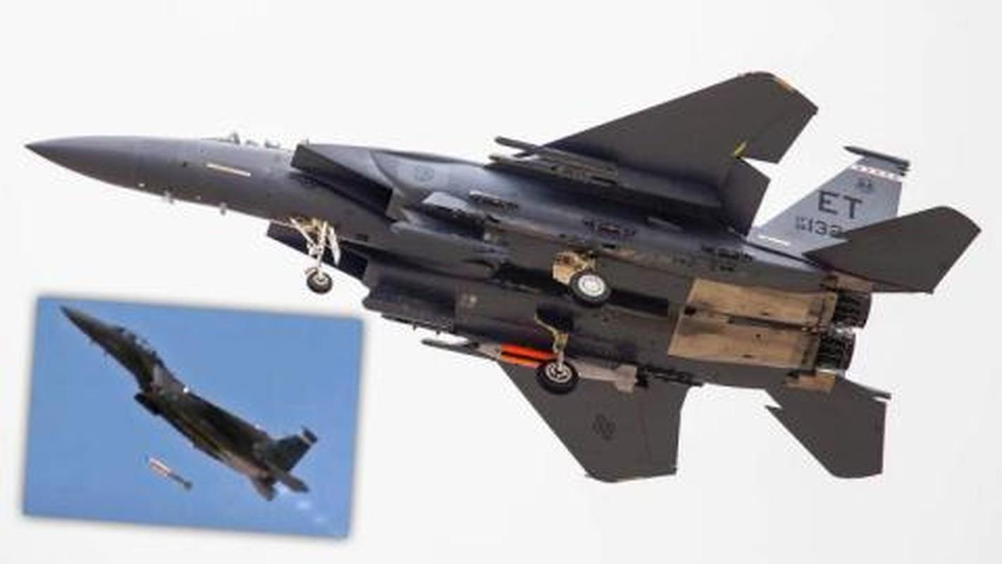 Nga phan ung lanh lung khi My thu bom hat nhan B61-12 tu F-15E