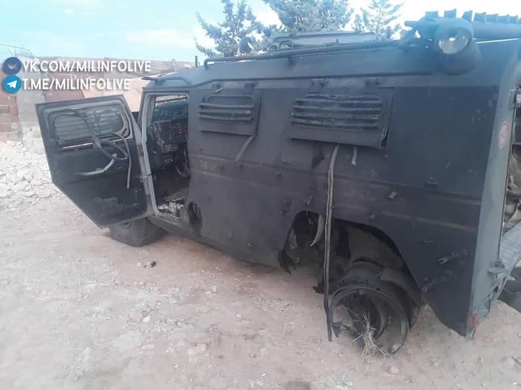 Can canh xe quan canh Nga tanh banh vi trung bom cai o Syria-Hinh-2