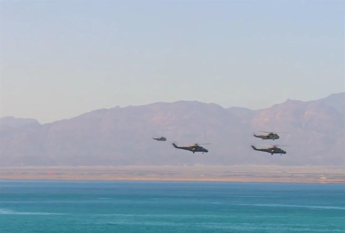 Soi truc thang Mi-24 Ai Cap mang rocket S-80 pho dien suc manh o Libya-Hinh-2