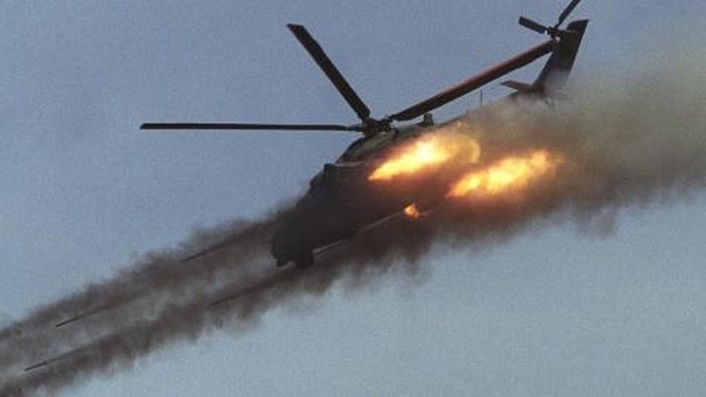Soi truc thang Mi-24 Ai Cap mang rocket S-80 pho dien suc manh o Libya-Hinh-5