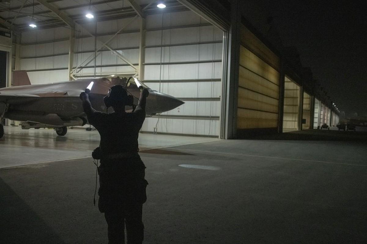 Tai nang nu phi cong tiem kich F-35A dau tien cua Khong quan My-Hinh-9