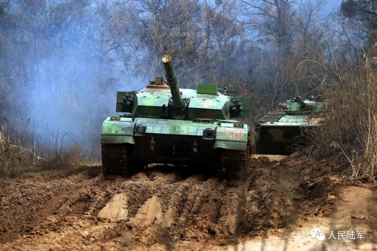Xe tang chu luc Type-96 Trung Quoc tang suc ep len bien gioi An Do-Hinh-2