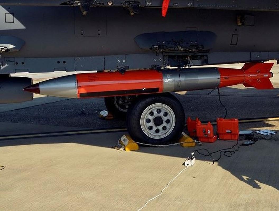 Man nhan xem tiem kich F-15E Strike Eagle tha bom hat nhan B61-12-Hinh-12