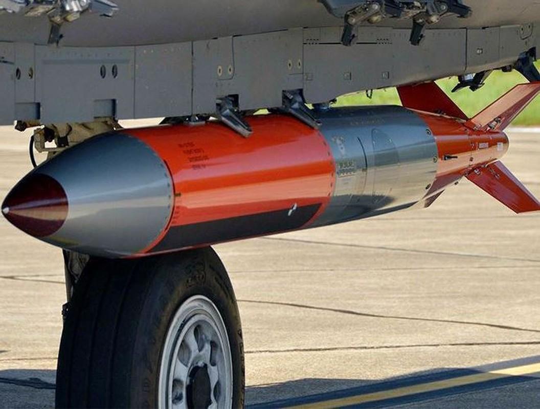 Man nhan xem tiem kich F-15E Strike Eagle tha bom hat nhan B61-12-Hinh-14
