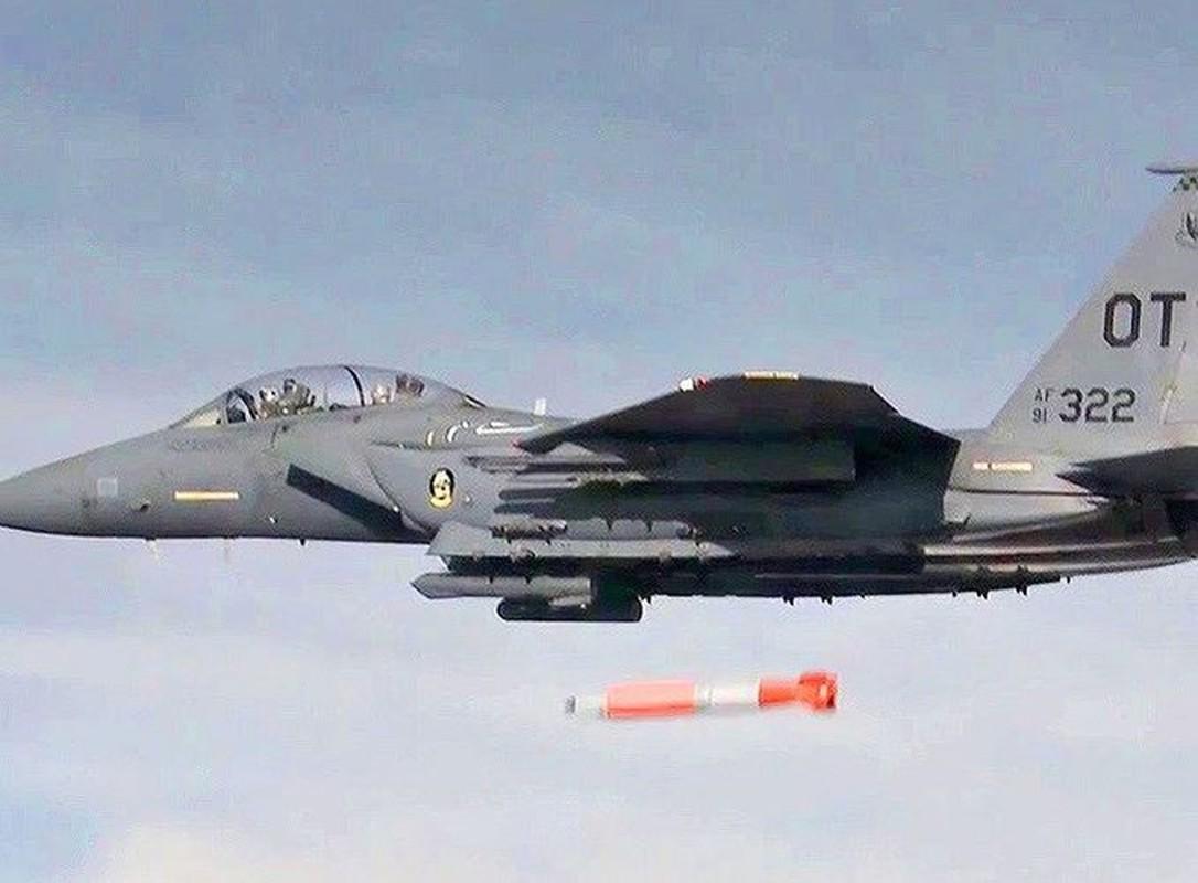 Man nhan xem tiem kich F-15E Strike Eagle tha bom hat nhan B61-12-Hinh-23